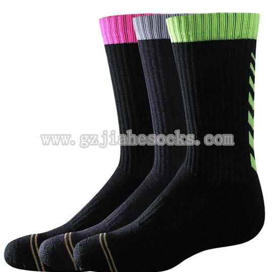 Breathable cotton athletic socks